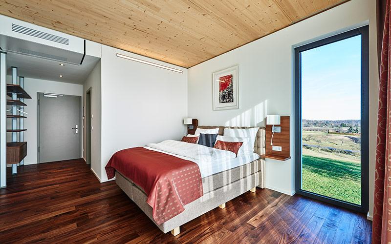 Zimmer mit Holzatmosphäre im Hotel Newton